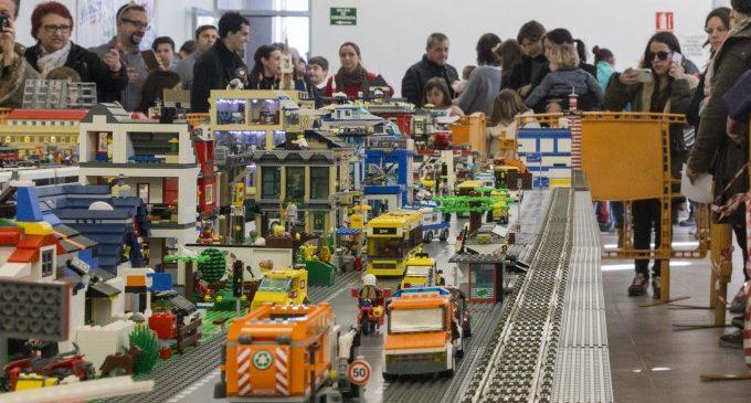 Vora 3.000 persones visiten l'exposició de peces Lego