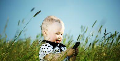 Els menors entren massa d'hora al món tecnològic?