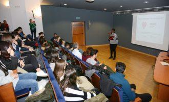Una taula redona sobre els refugiats obri les activitats L'ESO Canta Amb Cor a Paiporta