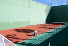 La regidoria d'Esports pinta les pistes i millora la senyalització del Poliesportiu Municipal de Paiporta
