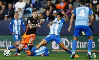 Fantàstic final del Valencia CF que aconseguix una important victòria en La Rosaleda (1-2)