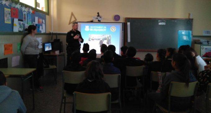 Classes de pirotècnia per als escolars de Burjassot