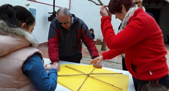 Mig centenar de persones participen en el taller de catxerulos del Museu Comarcal