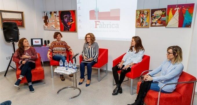Mislata organitza una taula redona amb dones esportistes per a denunciar la desigualtat i la falta d'oportunitats
