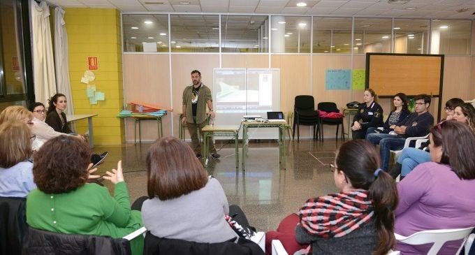 L'Escola de Famílies de Paiporta ofereix el programa 'En família: Educar per a la vida'