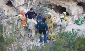 Rescatan a dos personas en una cueva de Real de Gandía