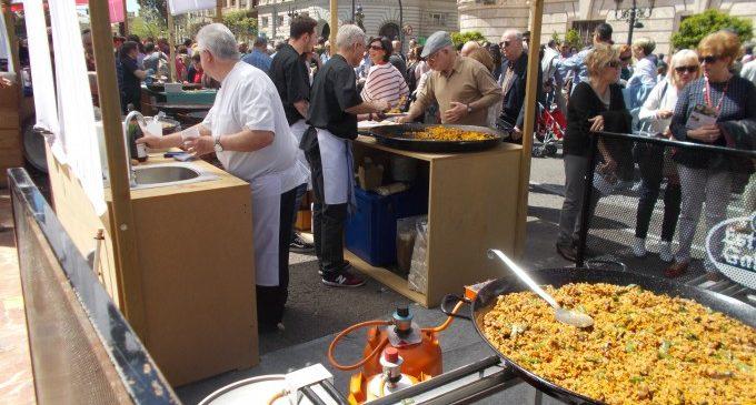 Arriba el Tastarròs a la Plaça de l'Ajuntament: degustacions, showcookings i música en directe
