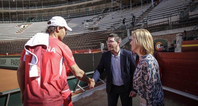 Rodríguez desea suerte al equipo español de la Davis tras la sesión de entrenamiento en la Plaza de Toros