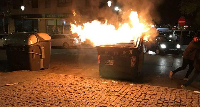 Detinguts 3 joves per cremar papereres i contenidors a València