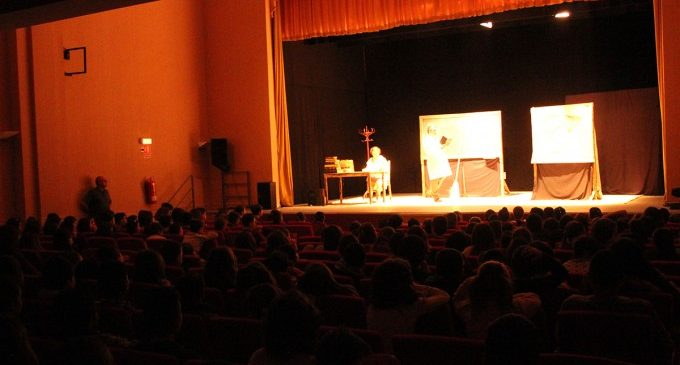 """Más de 3.800 escolares de Llíria disfrutarán de una nueva edición de la campaña """"Anem al teatre"""""""