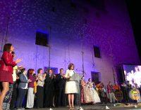 Alaquàs s'engalana amb la seua Cavalcada Cívica en el centenari del Castell