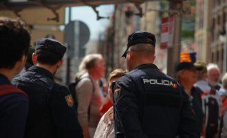 Detingut un fotògraf per tocaments a un jove a València