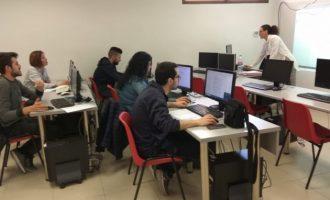 El ACCO tutoriza la búsqueda de empleo activo en el Barrio del Cristo