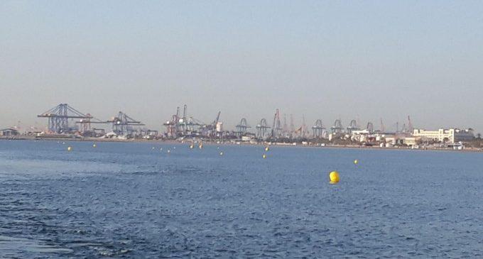 Se instala, por primera vez, un canal de natación en la playa de la Malva-rosa