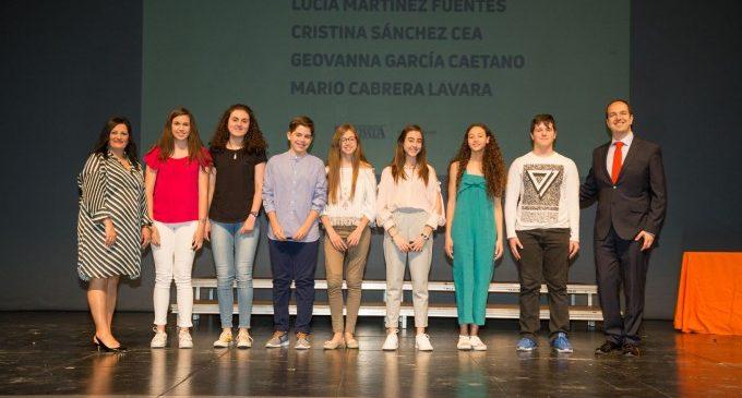 Aldaia premia l'excel·lència curricular de 97 alumnes i la trajectòria de 37 docents en la I edició de 'Escoles de 10!'