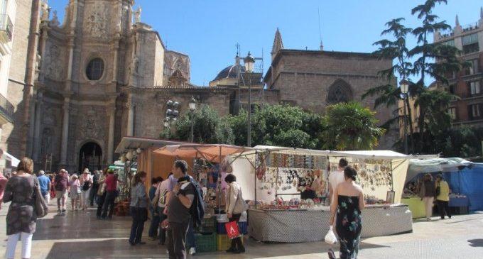 El Mercat de L'Escuraeta inunda de tradició valenciana la Plaça de la Reina