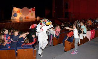 La campanya Anem al Teatre acosta 2.800 escolars de Paiporta al teatre de manera gratuïta