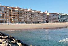 Ximo Puig visita la platja del Perellonet per a conéixer els danys causats