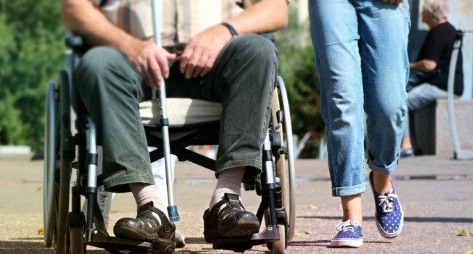 Igualtat destina dos milions d'euros en ajudes per a equipament de centres especialitzats de persones majors