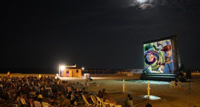 Arranquen les nits de cine de València Turisme amb projeccions en 18 platges durant tot l'estiu