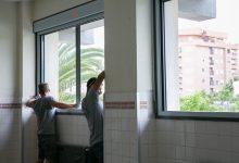 El col·legi Jaume I veu complit el compromís de renovació de finestres