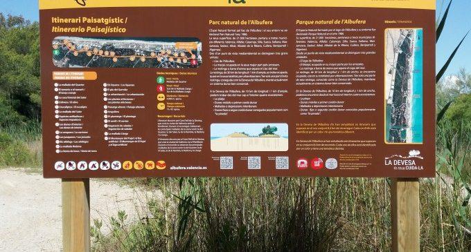 Nous panels als itineraris del bosc de la Devesa