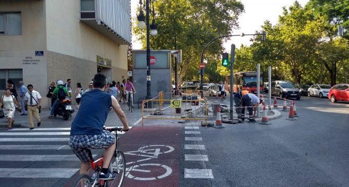 El carril bici de l'Hospital Clínic es baixa a la calçada