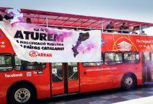 Arran irromp en un bus turístic de València contra el turisme massiu hores després de fer-ho a Barcelona