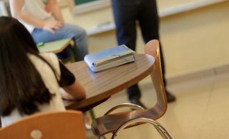 """Ciutadans critica que el curs escolar comença """"amb 12.000 xiquets en barracons"""""""