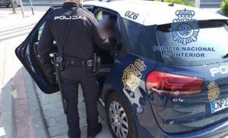 Detenido un joven que zarandeaba a su pareja embarazada de siete meses contra un coche