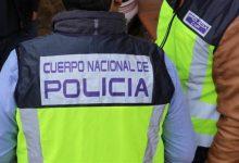 Detinguda una dona amb 11 reclamacions judicials després d'una persecució a peu al costat de la seua família