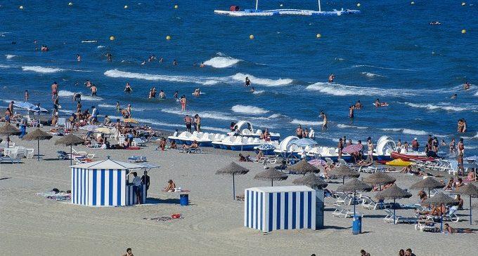 Metrovalencia ofrece cerca de 200 tranvías diarios en dirección a las playas de la ciudad de València