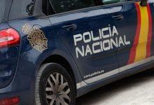 Detinguts dos homes que acabaven de sostraure dues motxilles amb material sanitari d'una ambulància