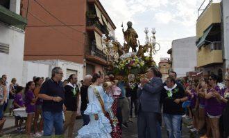 Sant Roc comença el seu recorregut per les comissions falleres de Burjassot