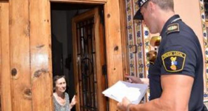 La Policía de Sedaví informa a los mayores sobre la ola de calor