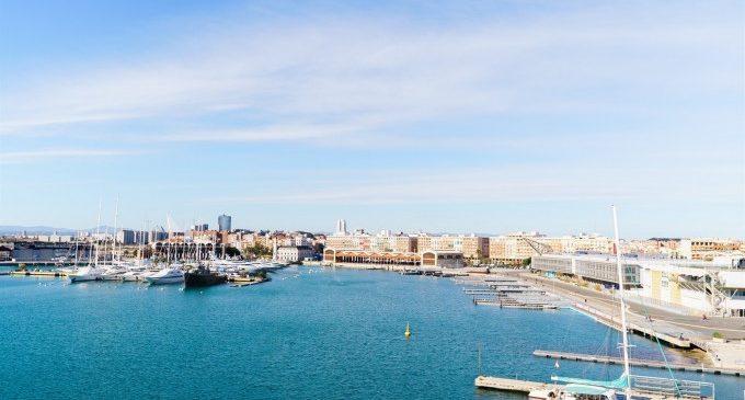 Una gimcana aquàtica de 50 metres de longitud per a celebrar l'aniversari de La Marina