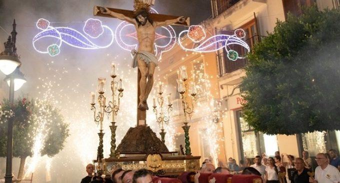 """La """"passejà"""" del Crist rendix homenatge al clavari José Lluís Fernández"""