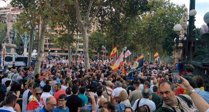 Tensió entre els concentrats en la Ciutadella de Barcelona i periodistes