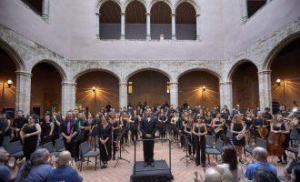 El Ayuntamiento de Llíria distingue a la Primitiva y la Unió Musical