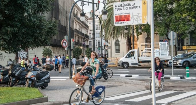 València instal·la el primer comptador en directe de bicicletes