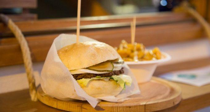 """València acull el primer """"The Champions Burger"""": Quantes hamburgesas eres capaç de menjar en 30 minuts?"""