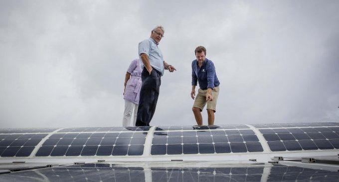 Ribó dóna suport a les energies netes del vaixell Energy Observer