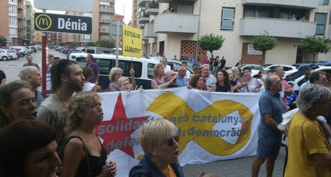 Concentració cívica a Dénia en solidaritat amb els polítics catalans presos