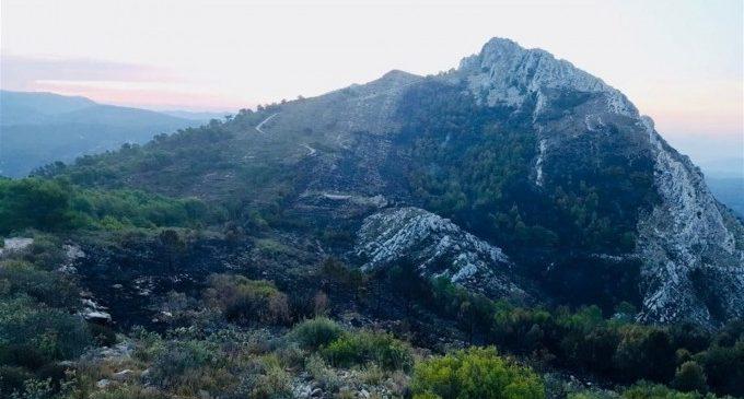 Extingit l'incendi de Beniardà després de dos dies actiu i calcinar unes 25 hectàrees