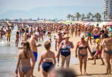 Mascareta i platja: dos incompatibles per a molts valencians