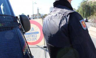 Detingut un home per amenaçar i intentar apunyalar a la seua parella