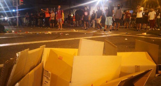 Moments de tensió i càrregues policials en els actes d'1-0 a Barcelona