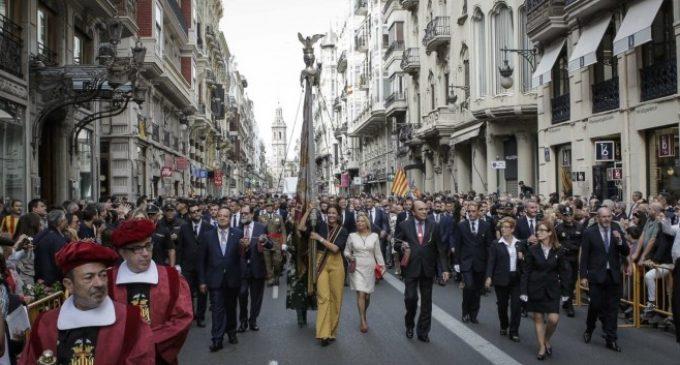 La Processó Cívica recupera la normalitat amb un recorregut de la Senyera entre aplaudiments i víctors