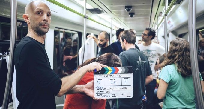 Las Naves acoge la proyección del corto 'Manspreading' con el que denuncia los micromachismos
