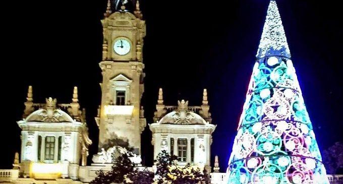 Dotze campanades infantils, per primera vegada, en la Plaça de l'Ajuntament de València